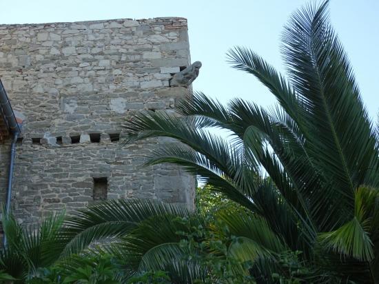 La tour est